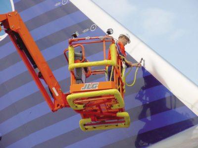 740AJ - Plataformas de lança articulada
